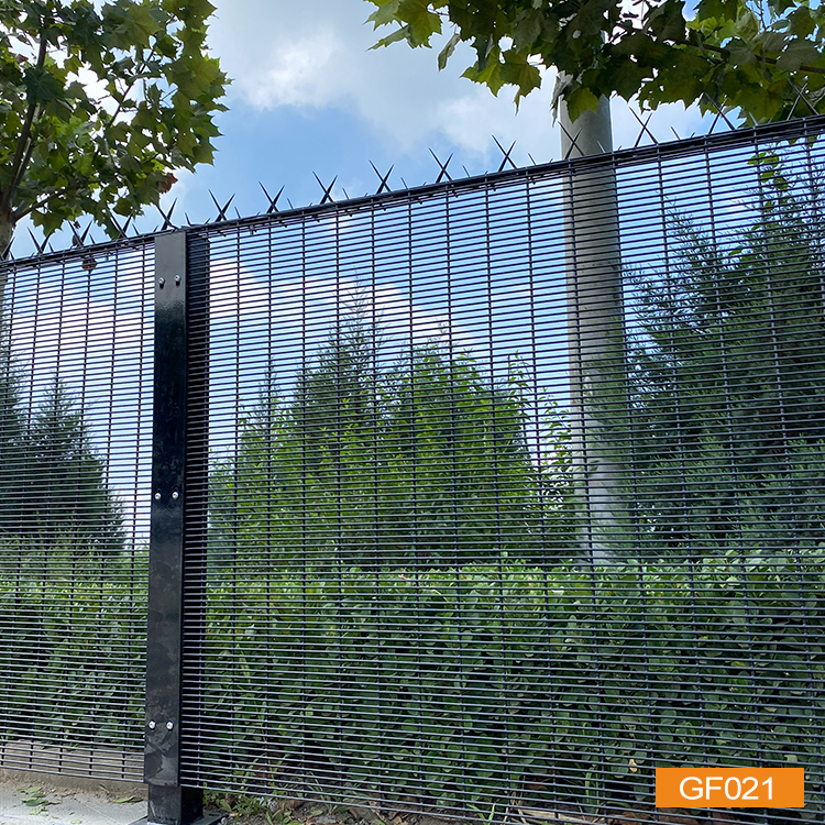 358 Fence With Flat Bar