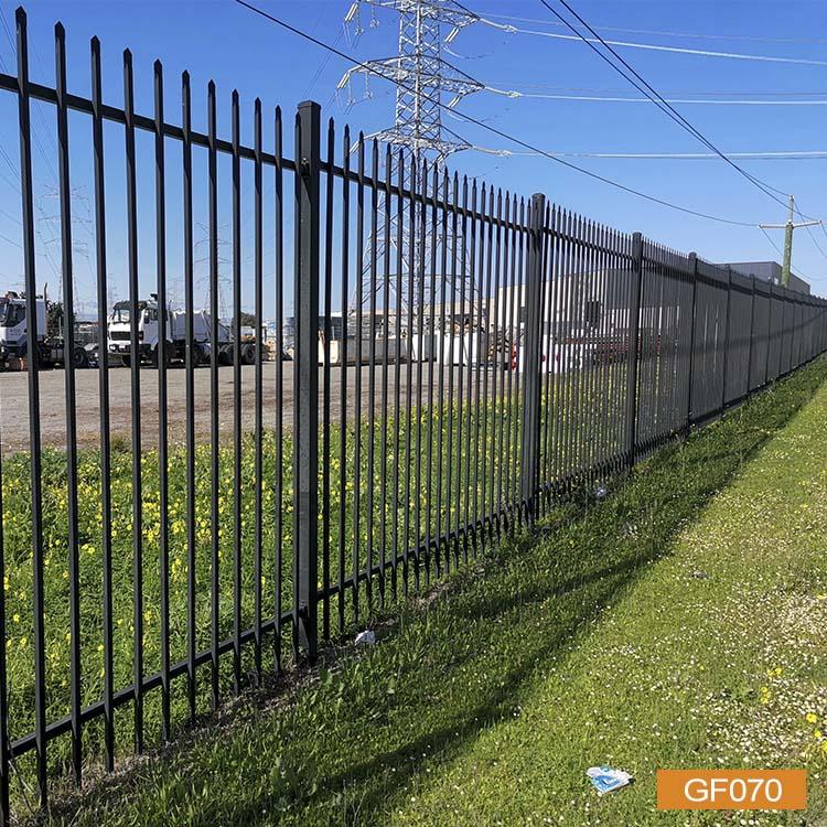 Трубчатый забор